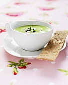 Pea soup with rosemary bread