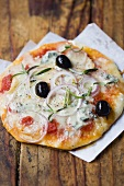Pizza topped with Gorgonzola, onion, rosemary and olives