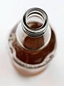 Eine geöffnete Flasche Ale