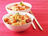 Chinese noodles with prawns, peppers and balsamic vinegar