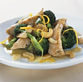 Fried chicken strips with broccoli and cashew nuts