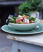 Spinach, grapefruit and cheese salad