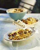 Spaghetti with clams and lemon sauce