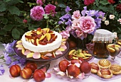Cheesecake and nectarine tarts with iced tea out of doors