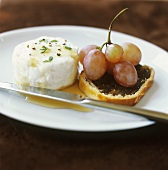 Goat's cheese with Birnbrot (pear and nut bread) and grapes