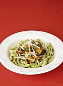 Green tagliatelle with chicken, mushrooms and parmesan