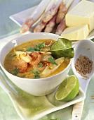 Asparagus curry with shrimps