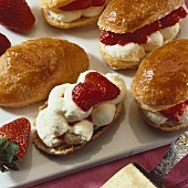 Filled 'Shoe soles' (Puff pastry slices with strawberries & cream)