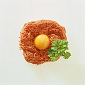 Lean mince with egg (Steak tartare)
