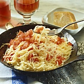 Pasta with fresh tomatoes (quick recipe)