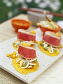 Sweet and spicy tuna fillets with grilled mango slices