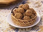 Tal Na Ladoo (Sweet sesame balls, India)