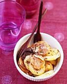 Kartoffelsalat mit Karottenscheiben & Olivencreme