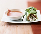 Lettuce roll filled with prawn, glass noodles & coriander