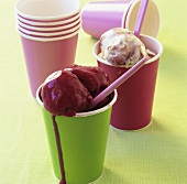 Strawberry- and blackcurrant ice cream in paper cups