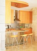 Eine Küche mit Bar