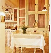 Küchentisch & Küchenschränke