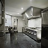 Küche im Metalllook