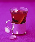 Mulled wine with rose petals
