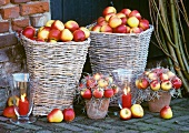 Baskets of apples - beautiful autumn & winter decorations