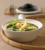Wonton soup with spinach