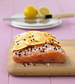 Fusion cooking: marinated salmon with Sichuan pepper & orange slices