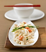 Rice ribbon noodles with tofu, shrimps, chicken & coconut sauce