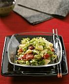 Friseesalat mit Kartoffeln und Paprika, asiatisch gewürzt