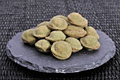 Wasabi nuts (Peanuts in a crisp, spicy wasabi coating)