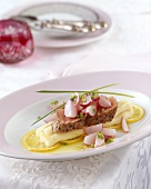 Veal fillet with radishes on lemon mashed potato