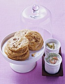 Cheese biscuits with olive- and shrimp dip