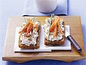 Quark and pepper open sandwiches