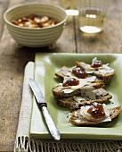 Nut bread with Pecorino and jam
