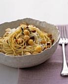 Spaghetti with chick-peas, almonds and chilli