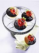 Muffins mit Marzipanerdbeeren
