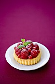Raspberry tartlet with redcurrants