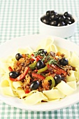 Papardelle with minced meat, olives and pepper