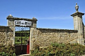 A walled vineyard: Clos des Reas