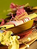 Tischgedeck im karibischen Stil
