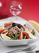 Salade niçoise with tuna and olives