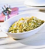 Pasta con l'aglio e mollica (Pasta with garlic & breadcrumbs)
