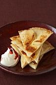 Apfelpfannkuchen mit Preiselbeer-Creme fraiche