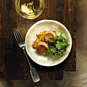 Fried scallops on potato rösti with cress salad