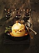 Gebackene Gemüsezwiebel mit Kartoffel-Pilz-Füllung