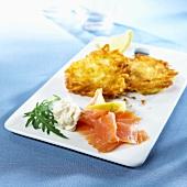 Potato röstis with smoked salmon