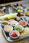 Verschiedene Zutaten für thailändische Gerichte