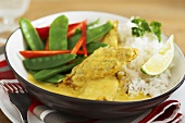 Chicken curry with mangetout and rice