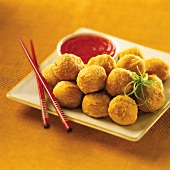 Deep-fried chicken balls with chilli sauce (Asia)