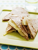 Tortillas with Jack cheese and apple slices