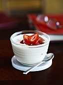 Yoghurt with strawberries and cinnamon